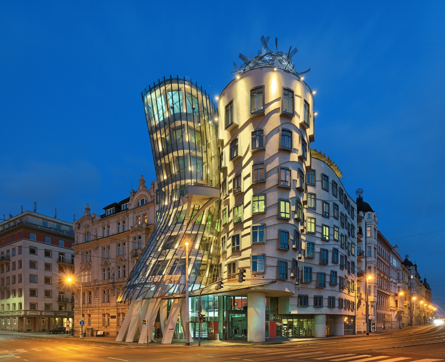 Welcome to official website of Dancing House hotel